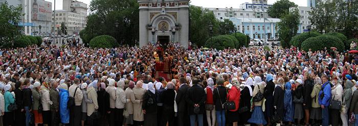 Прощальный молебен с архиепископом Викентием